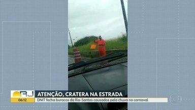 DNIT sinaliza e fecha cratera na Rio Santos - Nove motoristas tiveram o pneu furado no último domingo por causa do buraco.