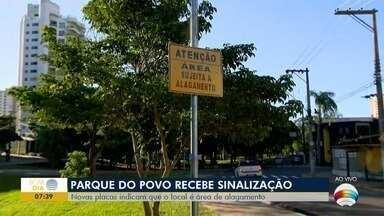 Placas de alerta sobre risco de alagamento são instaladas no Parque do Povo - Sinalizações foram colocadas pela Defesa Civil.