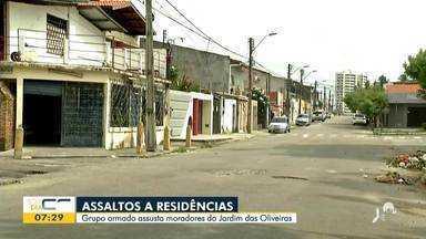 Assaltantes invadem casas no bairro Jardim das Oliveiras - Saiba mais em g1.com.br/ce