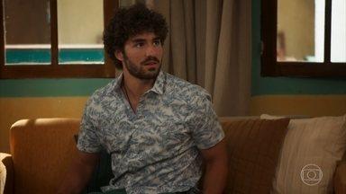 Gabi tenta se aproximar de Juan - undefined