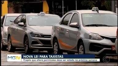 Projeto proposto pela Prefeitura de Divinópolis discute regras para condução de táxis - A justificativa do projeto de lei é adaptar o serviço às novas tecnologias e à mobilidade urbana.