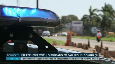 PRF recupera veículo roubado em São Miguel do Iguaçu - Família foi ameaçada e trancada na casa. Motorista foi baleado durante a fuga.
