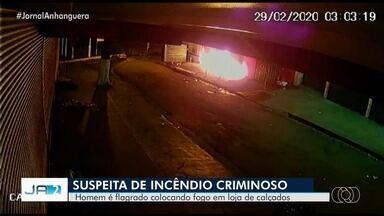 Homem é flagrado colocando fogo em loja de calçados em Goiânia - Ação aconteceu na Região da 44.