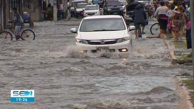Chuvas causam alagamentos e enchentes em Aracaju - Chuvas causam alagamentos e enchentes em Aracaju.