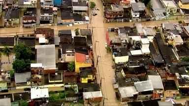 Temporal deixa mortos no RJ - A forte chuva destruiu ruas no Rio e na Baixada Fluminense.