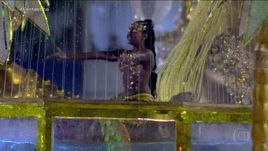 Conheça os segredos da sereia que brilhou no carnaval do Rio - Entre tantas mulheres de fibra homenageadas no desfile da Viradouro, uma personagem encantou os jurados e o público: uma seria que nadava ao ritmo do samba.