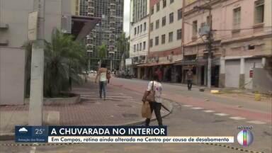 Em Campos, rotina continua alterada no Centro após parte de prédio desabar no domingo - O repórter Cléber Rodrigues traz mais informações.