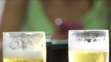 Número de mulheres internadas por abuso de álcool aumenta 19% - Pesquisa do Centro de Informações sobre Saúde e Álcool avaliou mulheres no período de 2010 a 2018 com base em dados do Ministério da Saúde. O maior aumento está na faixa etária dos 18 aos 24 anos.