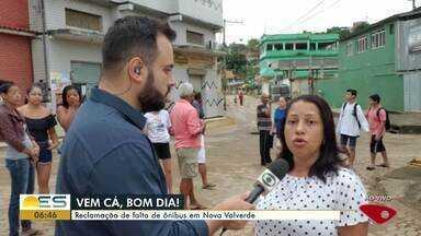 """Passageiros reclamam de falta de ônibus em Nova Valverde, em Cariacica - Quadro do Bom Dia """"Vem cá"""" foi até o bairro."""