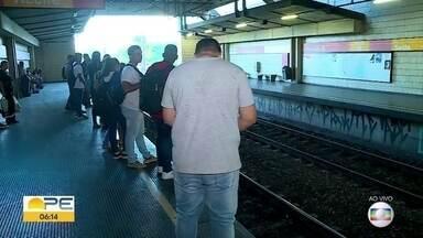 Tarifa do Metrô do Recife e reclamações dos passageiros aumentam - Este é o sexto aumento de um reajuste escalonado autorizado pela justiça no ano passado.