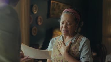 Capítulo de 13/03/2020 - Lola desiste de falar com Afonso e deixa o hospital com Genu. Marcelo descobre o nome de sua mãe biológica. Lola incentiva Marcelo a falar com Durvalina, que se emociona ao reencontrar seu filho. Lola sente quando Inês comemora o fato de Afonso cuidar de Shirley. Karine impõe condições para que Julinho se case com Soraia. Felício enfrenta Zulmira.