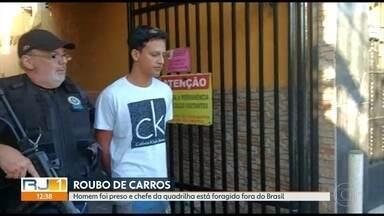 Polícia prende suspeito de roubar carros de aplicativo e revender na internet - O chefe da quadrilha está foragido fora do Brasil.