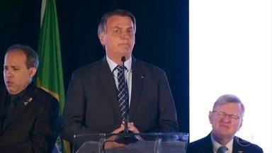 Bolsonaro diz que teste dele para coronavírus deu negativo - Rede de TV americana havia afirmado que ele tinha contraído a Covid-19. O presidente fez o teste após a confirmação de que o secretário de Comunicação foi contaminado.