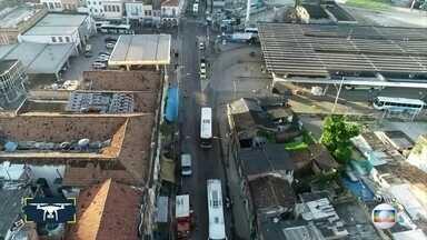 Movimentação no Terminal Américo Fontenelle está menor do que o normal - Drone do Bom Dia sobrevoou o Centro do Rio hoje de manhã
