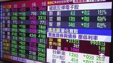 Mercados asiáticos abrem terça (17) em baixa - Carlos Gil fala das bolsas caindo e o medo sobre a realização dos Jogos Olímpicos.