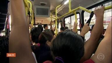 SP promete higienizar o transporte público com maior frequência para combater a Covid-19 - A Prefeitura da capital paulista e o governo do estado prometeram higienizar o transporte público com maior frequência para combater a Covid-19.