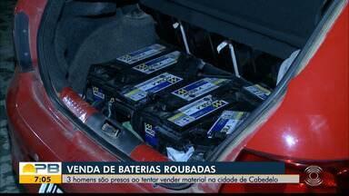 Trio é preso suspeito de vender baterias roubadas pela internet, em Cabedelo - Sete baterias foram encontradas dentro do porta malas de um carro que o trio estava.