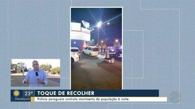 Polícia paraguaia controla movimento da população à noite - Polícia paraguaia controla movimento da população à noite