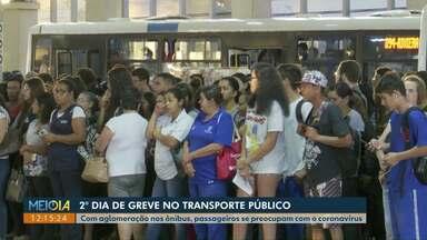 Com greve dos motoristas do transporte público, passageiros se preocupam com o coronavírus - Uma liminar da Justiça do Trabalho determina que 70% da frota de ônibus circule neste período de greve, em Cascavel.