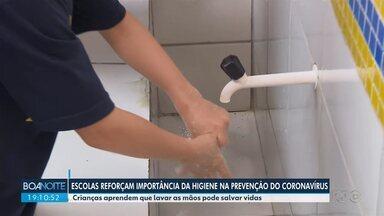 Escolas reforçam importância da higiene na prevenção do coronavírus - Crianças aprendem que lavar as mãos pode salvar vidas.