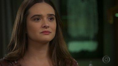 Luna/Fiona pergunta se Helena ama sua filha - Helena responde que ama Micaela e afirma não ter tido a experiência de ter um filho biológico