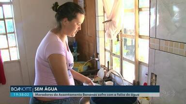 Moradores do Assentamento Bananas sofrem com a falta de água - Chuva desta terça-feira (18) ainda não foi suficiente para encher os poços.