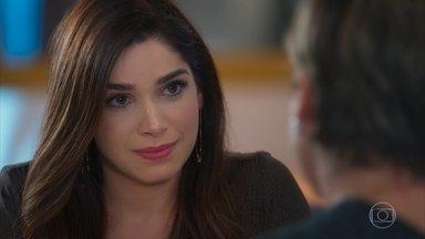 Micaela confessa a Helena que se encantou por Bruno - Helena aconselha a filha a resolver a situação com o primo de Verônica