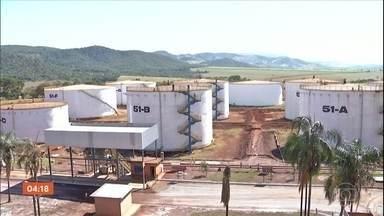 Usinas de etanol e açúcar se unem para produzir álcool 70%, em Goiás - O álcool 70% será distribuído gratuitamente para hospitais, asilos e presídios de Goiás. Segundo o sindicato das indústrias, a demanda é de pelo menos 100 mil litros de álcool.