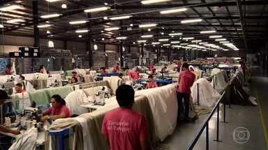 Brasileiros prosperam no Paraguai, que vem crescendo e se modernizando - Nossa equipe conversou com uma família catarinense que trabalha na indústria têxtil e se beneficia com a luz e os impostos mais baixos e com uma família do Paraná que construí um negócio sólido por lá no agronegócio.