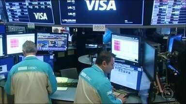 Investidores de Wall Street analisam impacto do coronavírus na economia americana - O mercado encerrou com a pior semana desde a crise de 2008.
