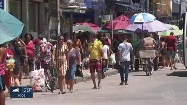 Shoppings têm serviço parcial, mas comércio do Centro de Jaboatão ignora restrições - Muita gente circulou e andou de mototáxi em Prazeres, neste sábado (21)