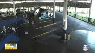 Ônibus intermunicipais deixam de circular; secretário explica excessões - Secretário de Desenvolvimento Urbano Marcelo Bruto aponta que, na Região Metropolitana do Recife, há autorização para transporte complementar.