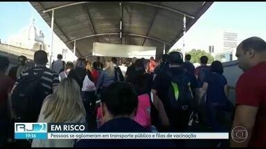 Aglomeração em transporte público e postos de saúde colocam em risco a população. - A preocupação maior é com os idosos, grupo de risco para o novo coronavírus.
