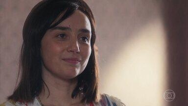 Almeida conta para Clotilde que pretende ter uma loja própria - Clotilde aprova a ideia e Almeida diz que ela lhe dá coragem
