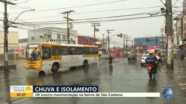 Bairros de Salvador amanhecem vazios nesta quarta, por causa da chuva e do coronavírus - Veja como está o movimento nas comunidades de São Caetano e Marechal Rondon.