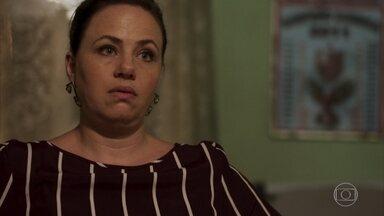 Regina afirma que Max tem vergonha de ter um filho gay - Max tenta justificar sua recusa em ter Guga como sócio dizendo que quer preservar as relações familiares