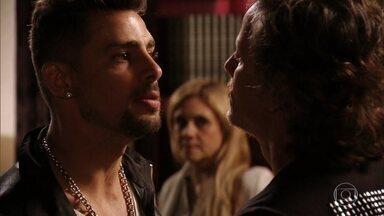 Capítulo de 25/03/2020 - Nina acusa Max e Carminha de terem roubado sua herança. Jorginho confronta Max e Carminha e desiste de revelar a verdade sobre os pais biológicos para Tufão