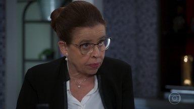 Lúcia fica aliviada quando Renzo diz que se convenceu da morte de Alexia - undefined