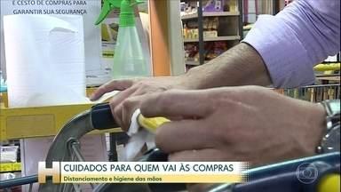 Ir às compras em tempo de pandemia de novo coronavírus exige cuidados maiores - Evite aglomeração e procure higienizar as mãos e as compras assim que chegar em casa
