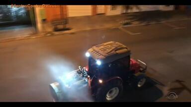 Cidades do RS reforçam limpeza de locais públicos para combater o coronavírus - Agricultores auxiliam prefeituras com tratores.