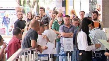 Milhares de brasileiros tentam regularizar CPF para receber auxílio emergencial - Regularizar o documento é uma das exigências para receber o socorro emergencial de R$ 600.
