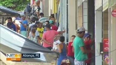 População desrespeita medidas de isolamento social em Aliança, na Zona da Mata - Nesta quinta-feira (9), foi possível ver várias aglomerações nos bairros da cidade.