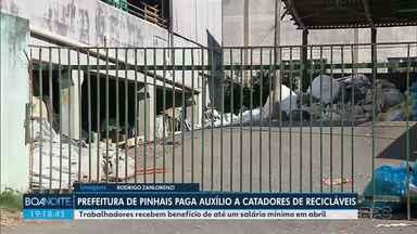 Prefeitura de Pinhais paga auxílio a catadores de recicláveis - Trabalhadores recebem benefício de até um salário mínimo em abril.