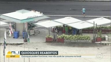 Quiosques da orla do Rio voltam a funcionar - Os quiosques podem funcionar, mas clientes não podem consumir no local.