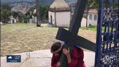 Igrejas e fiéis adaptam celebrações da Semana Santa por causa da pandemia da Covid-19 - Em Minas Gerais, celebrações são transmitidas pela internet. Em outras, poucas pessoas participam.