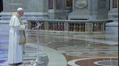 Papa Francisco celebra missa do domingo de Páscoa em basílica vazia - Numa Basílica de São Pedro vazia, o Papa Francisco celebrou a missa do domingo de Páscoa. Uma páscoa que já entrou para a história por ter sido comemorada, no mundo inteiro, de uma forma totalmente diferente da que estamos acostumados.