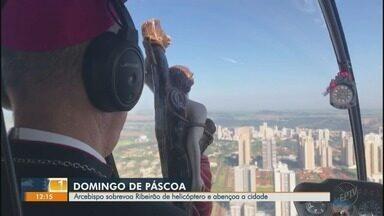 Arcebispo sobrevoa Ribeirão Preto de helicóptero no domingo de Páscoa - Católicos rezaram durante missas transmitidas pela internet.