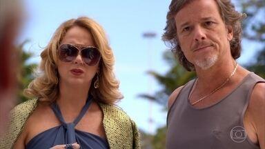 Max conta para Ivana que Lucinda é sua mãe - A irmã de Tufão estranha o comportamento do marido