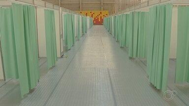 Hospital de campanha contra coronavírus está com estrutura pronta em Sorocaba - Está pronta a estrutura do hospital de campanha que foi montada na arena multiuso em Sorocaba. O hospital possui 84 leitos e cinco deles para atendimento de urgência.