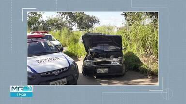 Homem é preso após ser perseguido, bater em veículos e tentar atropelar PMs - Ele dirigia um carro furtado em Pará de Minas e foi preso em Curvelo.